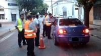 Durante la madrugada del domingo, un Fiat 128, con cuatro personas oriundas de Baradero, atropelló a dos inspectores tras circular en contramano por Mitre. Luego intentaron evadir un control de […]