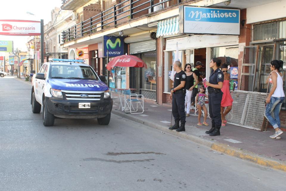patrullero zona centrica con policias