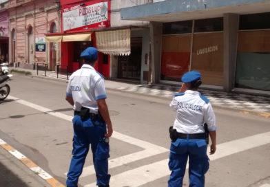 Intentaron huir y lesionaron a un policía local
