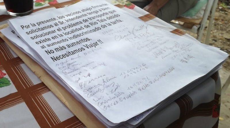 """*Video: Vecinos de Río Tala reclaman por """"el aumento indiscriminado"""" del boleto de colectivo"""