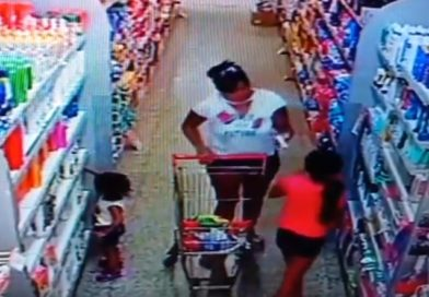 Las cámaras de Mitre Ahorro tomaron ahora a una madre que le enseña robar a su hija