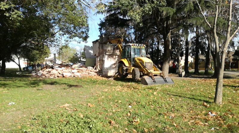 *Video: Demolieron la vivienda abandonada en el Barrio Parque Sarmiento
