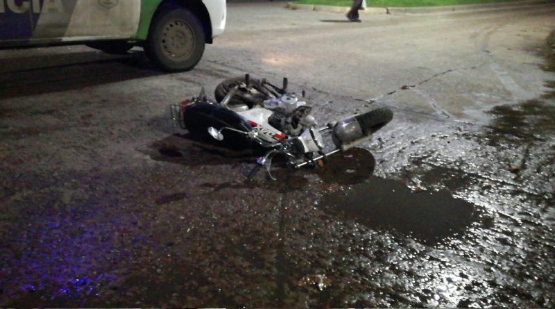 *Video: Accidente entre una moto y una camioneta que se dio a la fuga