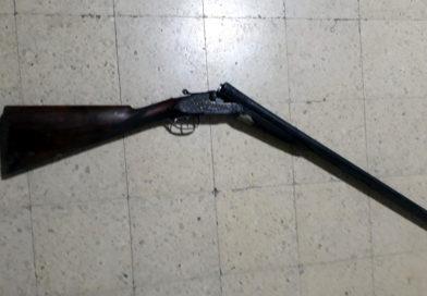 Secuestran una escopeta en un allanamiento
