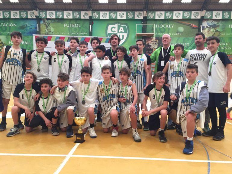 FUTBOL ESPECIAL MUJERES: Subcampeonas. Derrota 4-1. ? La grupal es la hichada se handball de San Pedro Basquet medalla de plata. Derrota 57 a 49.