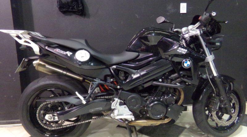 motocicleta-bmw-f800-r-2014-13000km-negra-d_nq_np_946680-mla27262970046_042018-f