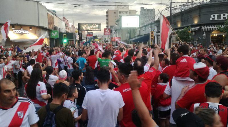 """Los hinchas del """"millonario"""" festejaron el triunfo ante Boca en la zona céntrica"""