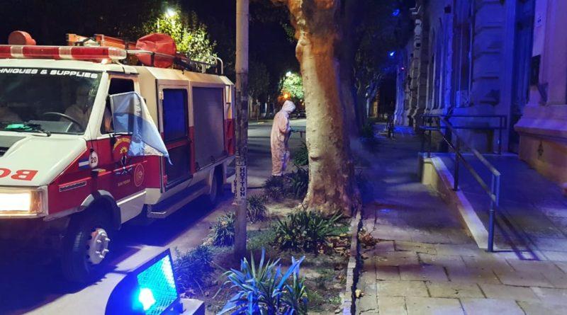 *Video: Bomberos sanitizaron espacios públicos