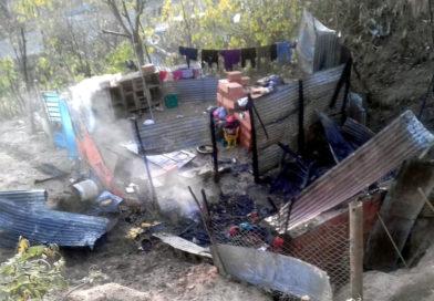 Incendio: destrucción total de una vivienda en la barranca, su dueña denunció que fue intencional