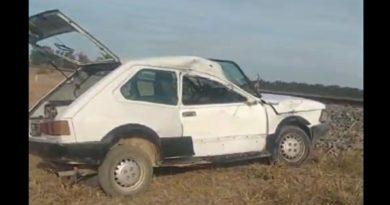 Baradero: una formación del ferrocarril chocó una Fiat 147