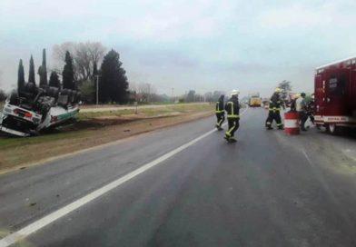 [Regionales] Un camión cisterna volcó en la Ruta 8 en cercanías a Capitán Sarmiento